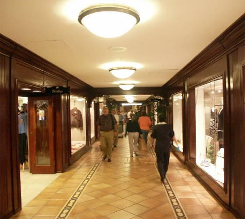 The Signature Shop is the Hotel del Coronado's main gift shop. Located in the hotel's lobby, this store has a nice selection of gift items and clothing. We originally came here to grab some aspirin/5(2).